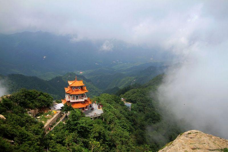 Что посмотреть в Гуанчжоу за 1 день: гора Байюнь (гора Белых облаков)