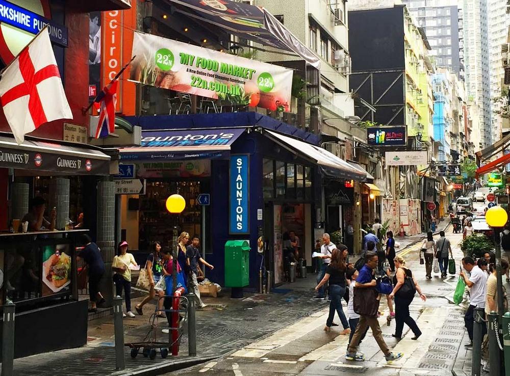 Достопримечательности Гонконга: район с барами на Staunton Street