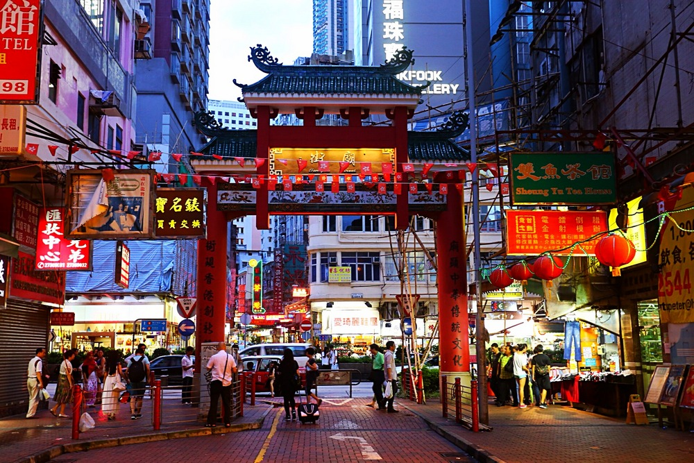 Достопримечательности Гонконга: Ночной рынок на Темпл-стрит