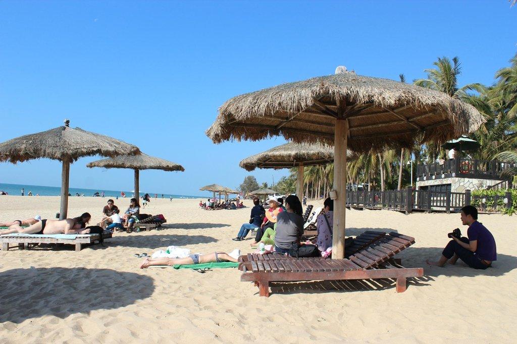 Пляж отеля Палм Бич Резорт энд Спа 5*
