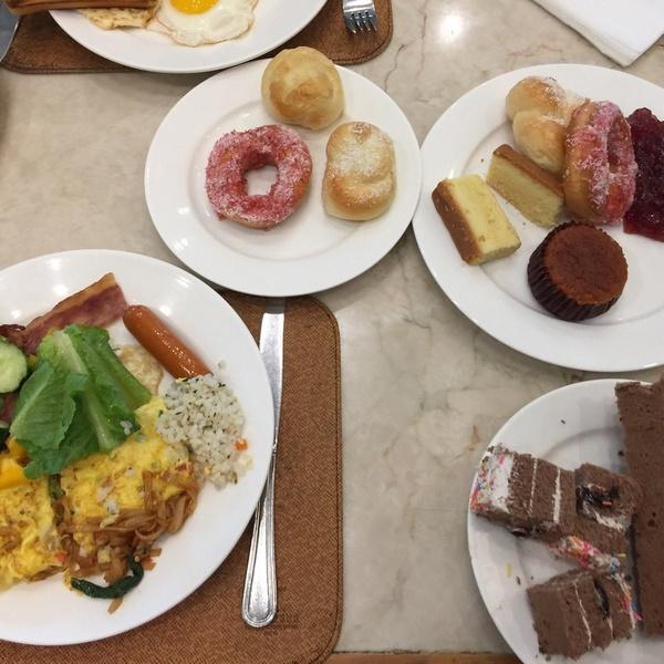 Примерный завтрак в отеле Саншайн Резорт Интайм Санья 5*, Китай