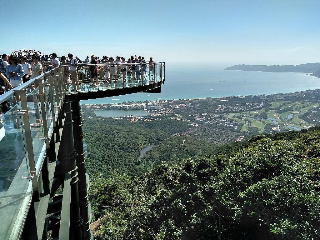 Стеклянный мост в парке Янода на Хайнань