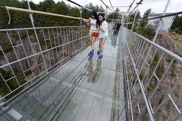 Стеклянный мост в провинции Сычуань