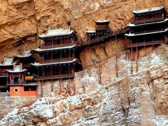 Храм «Сюанькунсы» в ущелье Хэншаньских гор